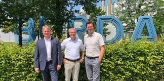 Shortly after signing the contract at BurdaDruck in Offenburg: (l-r) Reiner Dluschek, sales manager KBA-Digital & Web Solutions; Heiko Engelhardt, managing director BurdaDruck; Ingo Raab, sales manager BurdaDruck