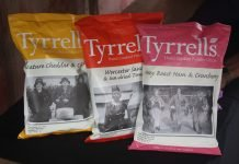 Tyrrells potato chips pack design adds some ironical images (in the basic line), some illustrations similar to the ones shown in botanical catalogues (in the natural line)