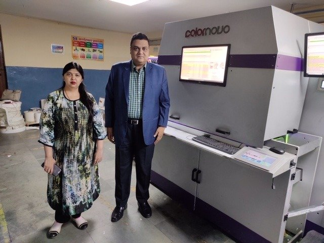 L-R: Minakshi Mittal and Trilok Mittal of Wonder Pac alongside the JETSCI ColorNovo digital label press
