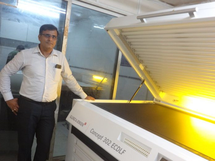 Quality Prepress director Darshan Pandya with the new Glunz & Jensen exposure unit Photo Monotech Systems