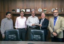 At a ceremony to mark the commissioning of the K&B Rapida 76, Dietmar Heyduck, Koenig & Bauer Sheetfed (2nd from right), honored Ramesh Kejriwal, Parksons Packaging (center). Also present: Aditya Surana from Koenig & Bauer sales partner Indo-Polygraph Machinery (left), Siddharth Kejriwal (2nd from left) and Subhasis Roy (right), both of Parksons Packaging Photo K&B